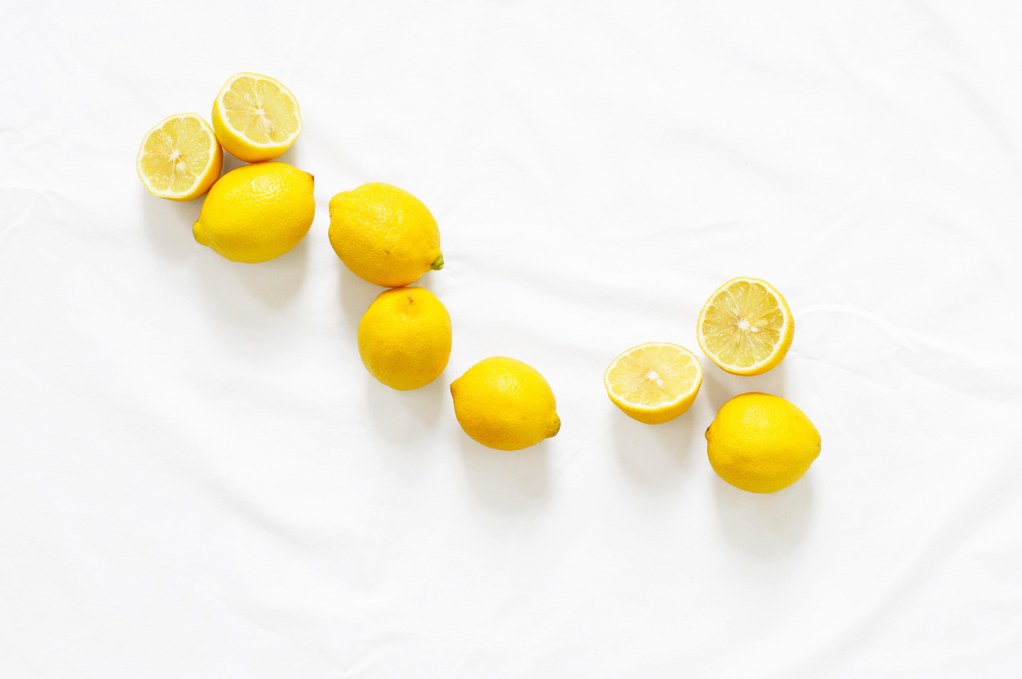 Con i limoni si possono creare ottimi detergenti naturali per le pulizie