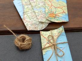 una vecchia mappa si trasforma in un pacchetto regalo originale