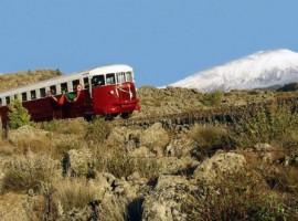 Circumetnea, il trenino storico che passa vicino all'Eco Casa sull'Etna