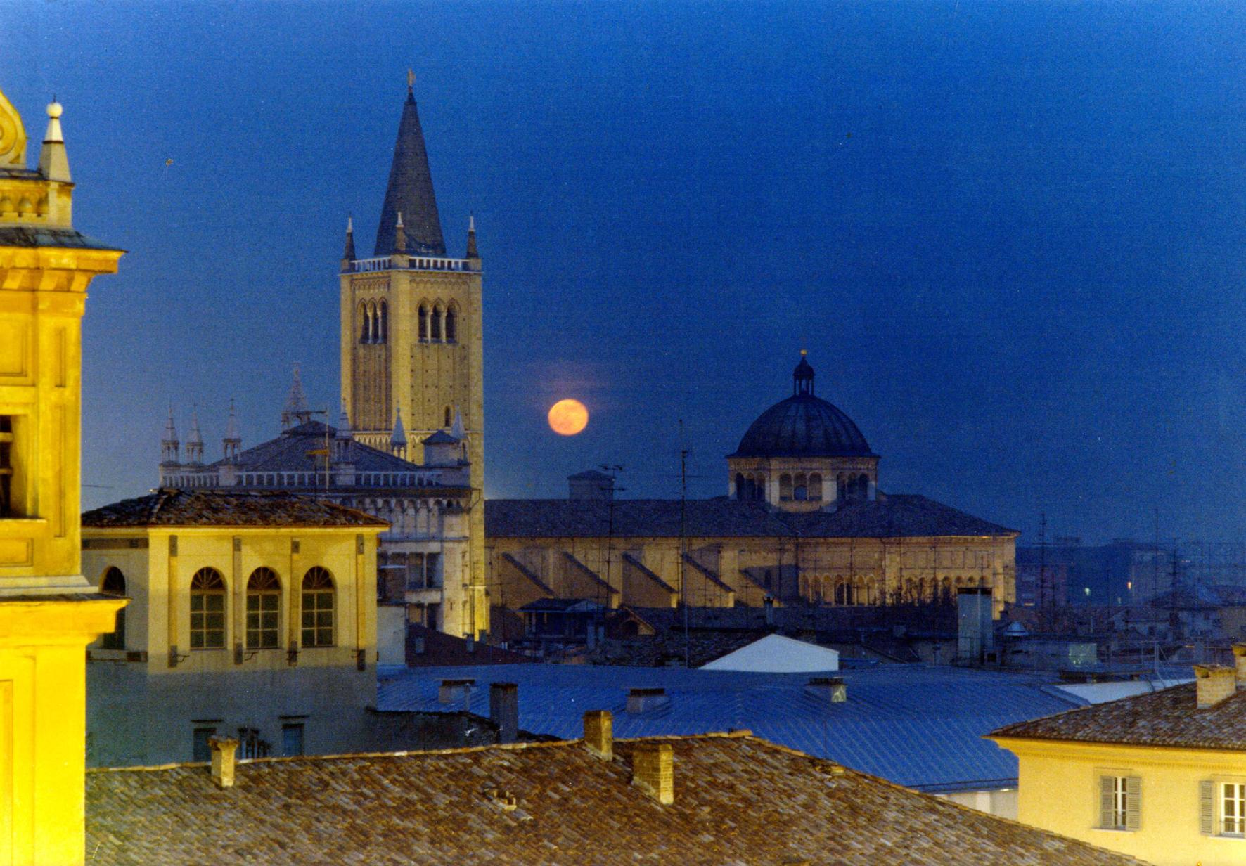Comune Parma Piazza duomo di notte foto Carra