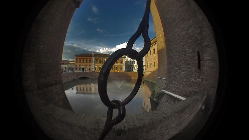 Castello Estense, foto di Mazzaq-Mauro Mazzacurati, via flickr