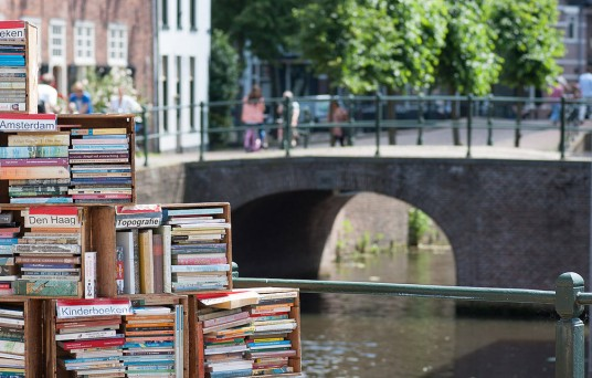 Books and canals by H Dinkelberg via Flickr