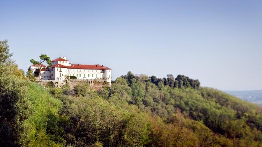 Castello di Masino, con uno dei labirinti più belli d'Italia