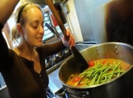 Cucinare piatti nuovi, magari vegetariani