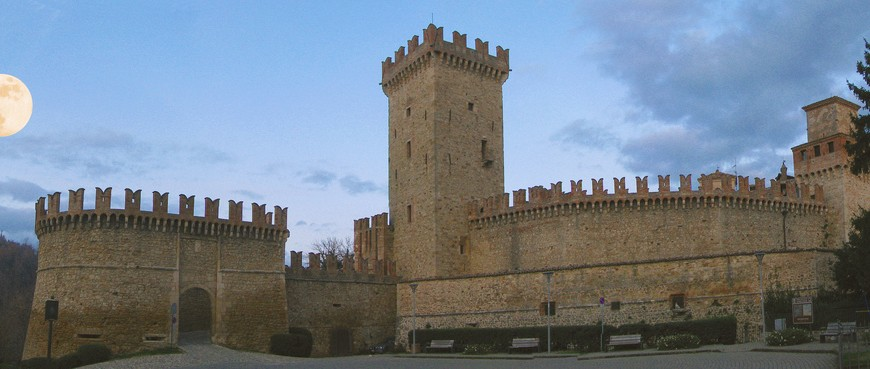 """Vigoleno (Piacenza) – Il castello di """"Lady Hawke"""" Giovanni Novara"""