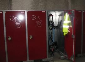 Alcuni armadietti per riporre biciclette ed attrezzature