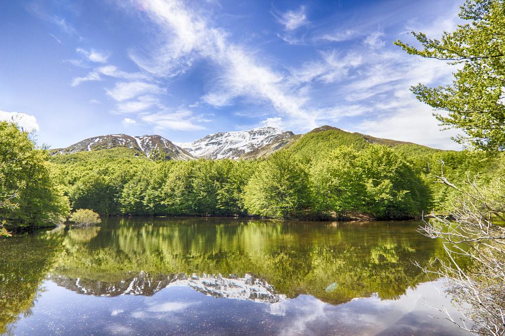 Lago Mesca, Alta via dei Parchi, foto di Mattia Notari, via flickr