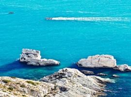 Le Due Sorelle e l'acqua cristallina della Riviera del Conero