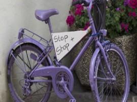 Bicicletta con cartello