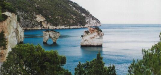 I Faraglioni di Puglia, nella baia dei Mergoli, tra Vieste e Mattinata (Foggia).
