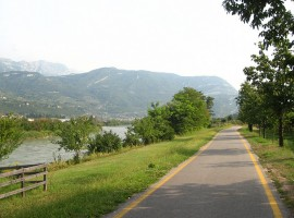 Pista ciclabile lungo il fiume Adda, da Trento a Rovereto