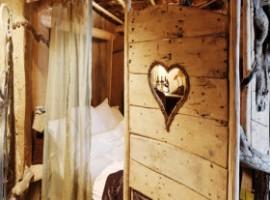Dettaglio camera in legno