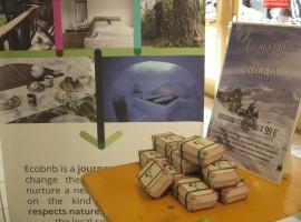 Valigetta Regalo: Per confezionare in modo creativo il Viaggio Regalo puoi creare una valigetta regalo con cartone reciclato
