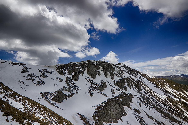 Alpe di Succiso con la neve e le nuvole, Appennino Reggiano