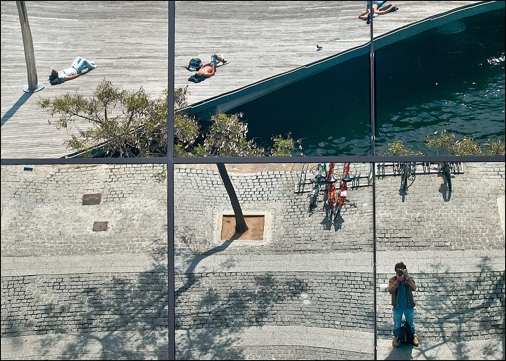 Momenti di relax sul mare al Maremagnum di Barcellona