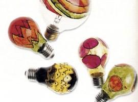 Riuso ed ecologia: addobbi natalizi con vecchie lampadine