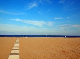 Cielo terso in inverno al mare