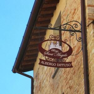 L'insegna dell'Albergo Diffuso Borgo Sant'Angelo