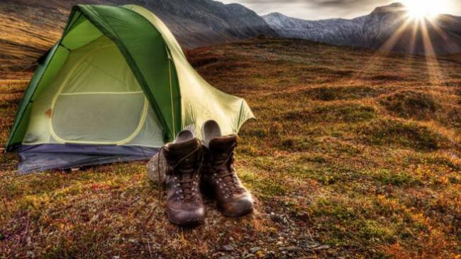 tenda e scarpe da trekking