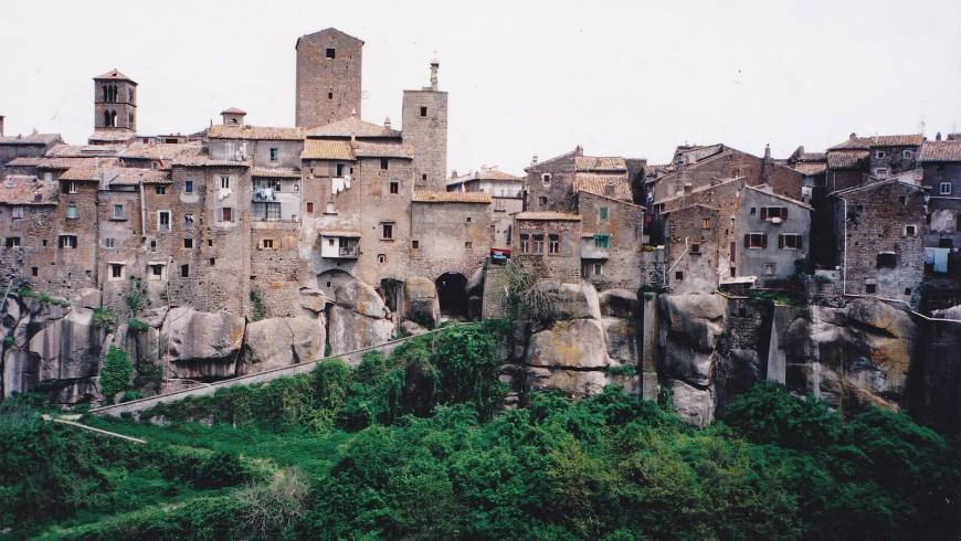 Vista sugli antichi palazzi della città di Vitorchiano