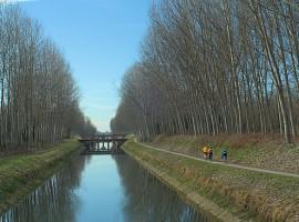 La pista ciclabile del canale Vacchelli