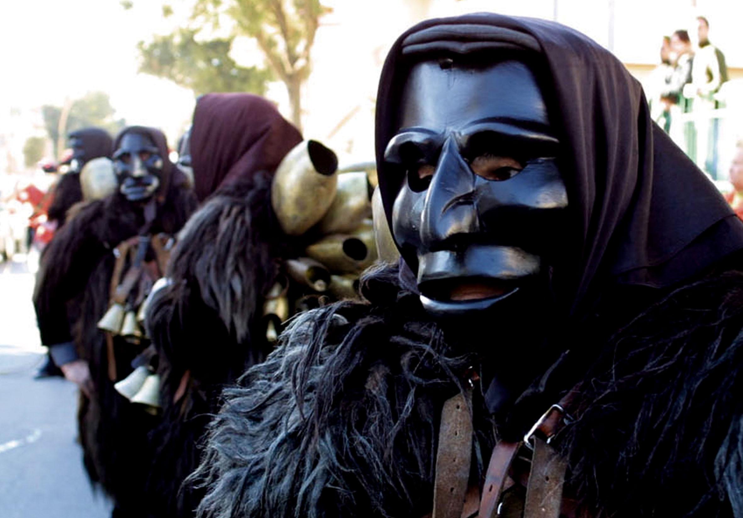 Maschera nera tipica del Carnevale di Mamoiada, Sardegna