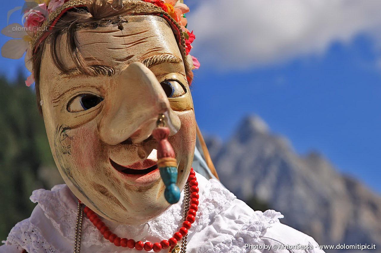 Maschera tipica in legno del carnevale ladino val di fassa