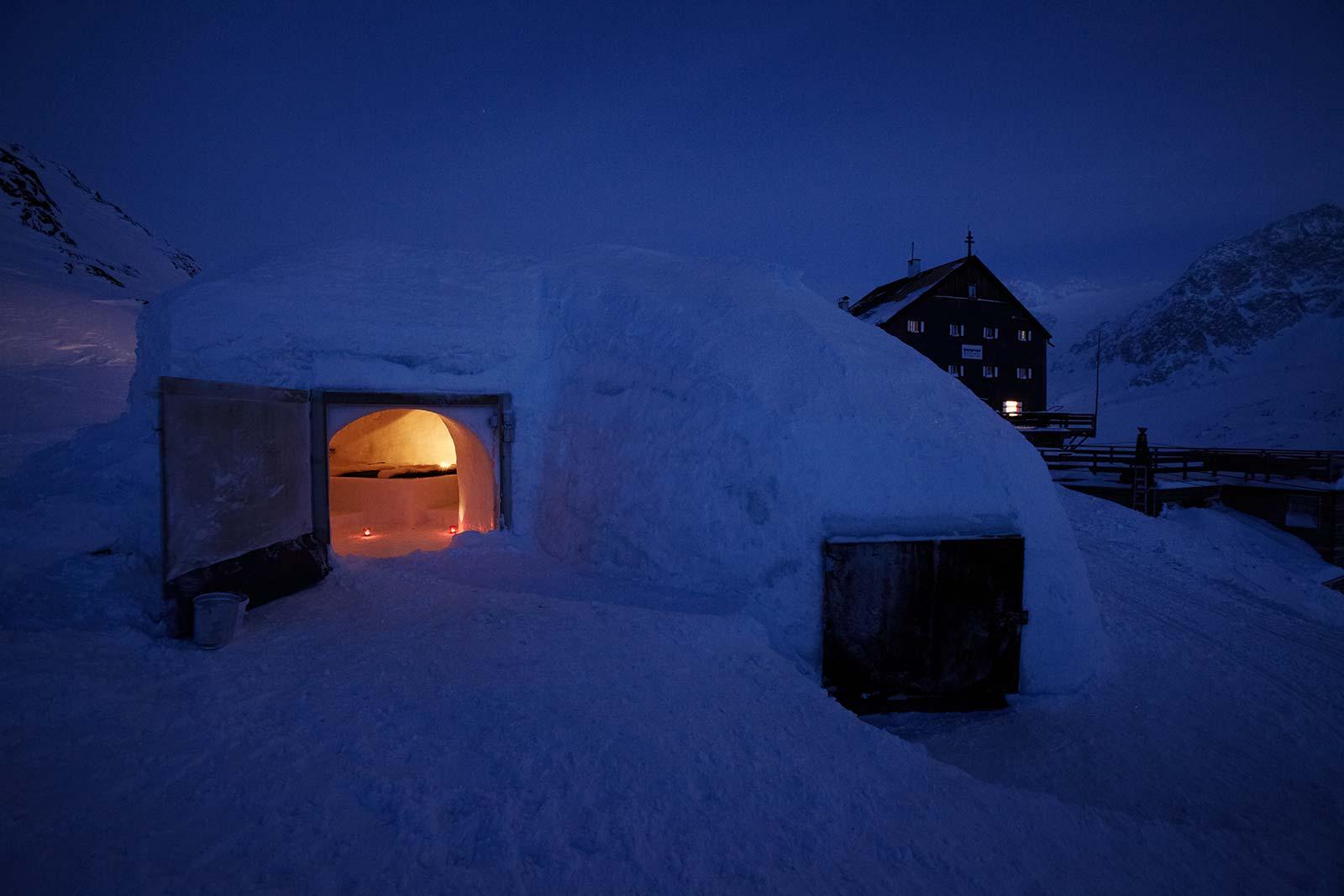 esterno di un igloo (rifugio Bella Vista, BO)