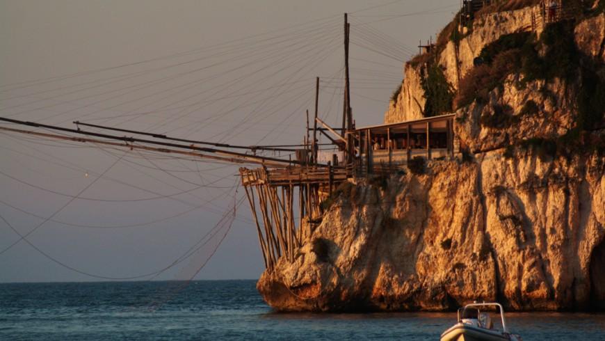 Trabucco nella baia di Zaiana, Peschici, foto di Andrea Rossi via Flickr