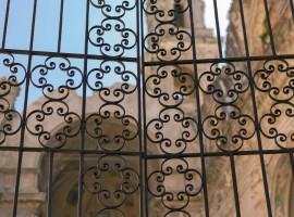 cancellata della chiesa di Sant'Egidio (Bussana Vecchia, IM)