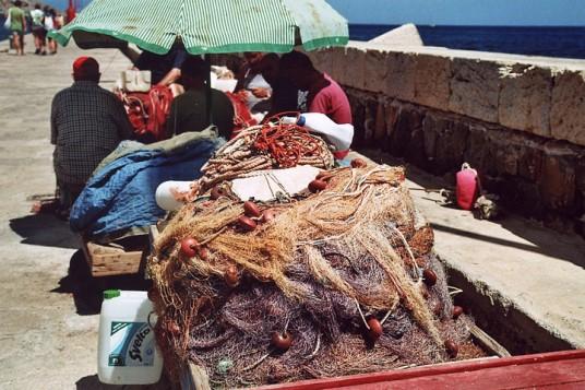 Pescatori e reti alle Isole Egadi