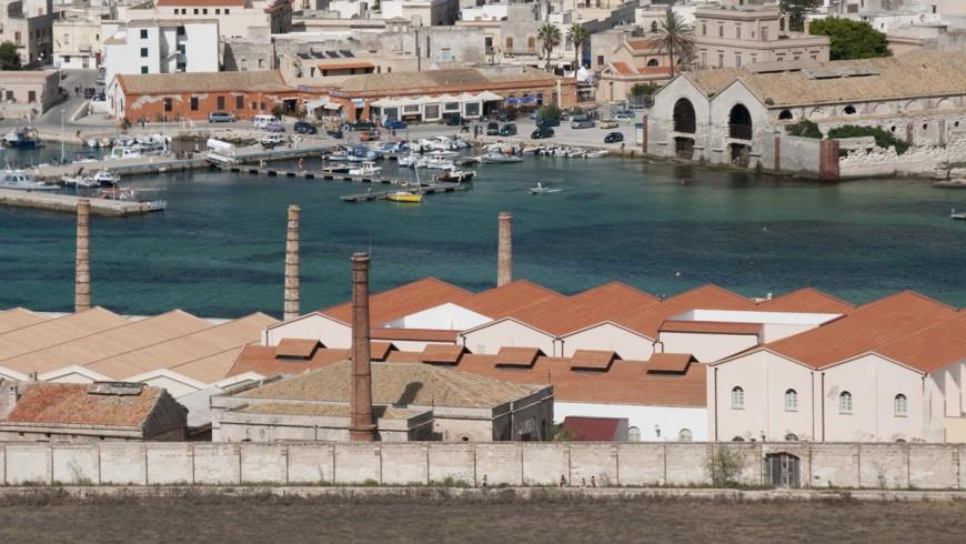 Vista sul porto di Favignana