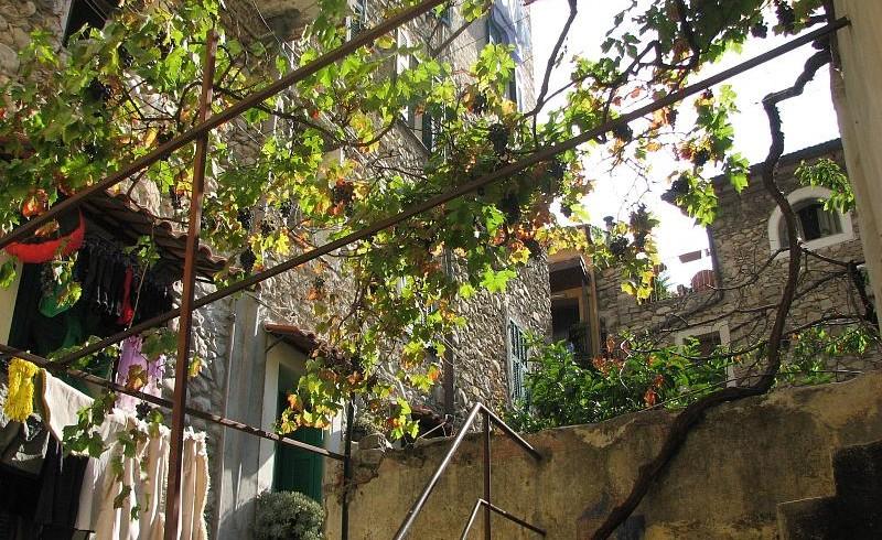 Un antico borgo recuperato: Torri Superiore, Liguria