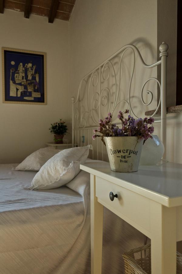 La locanda di via della Ralla, Pistoia, dettaglio di una camera bianca