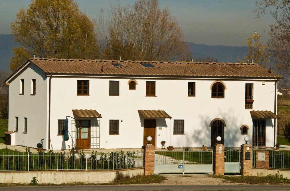 La locanda via della Ralla, un B&B ecologico nella campagna di Pistoia, Toscana