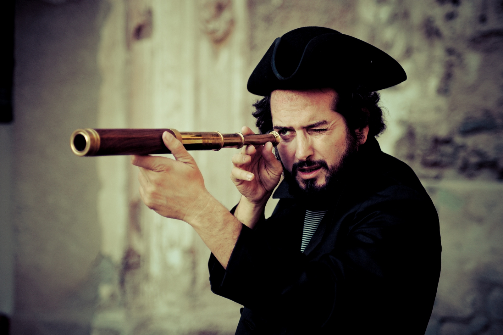 Vinicio Capossela, venerdì 13 giugno lo ascolteremo in concerto nel giardino della Reggia di Colorno