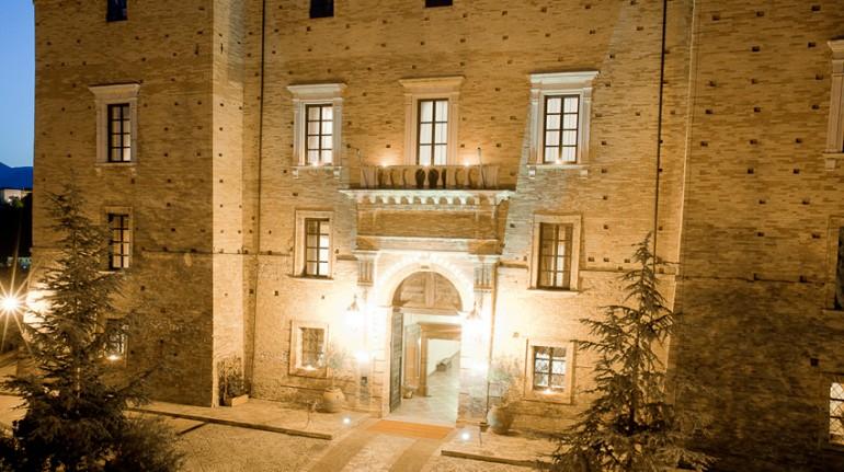 Castello di Chiola, nell'antico borgo di Loreto Aprutino