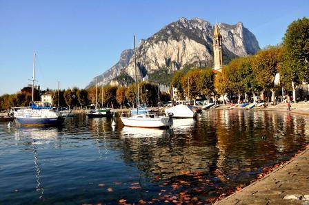 Panorama di Lecco e del lago in autunno