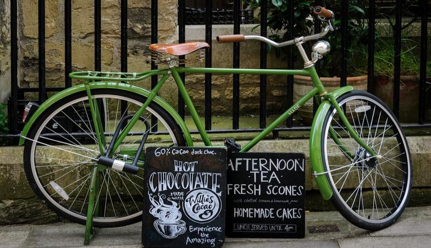 Bicicletta e pubblicità del tè