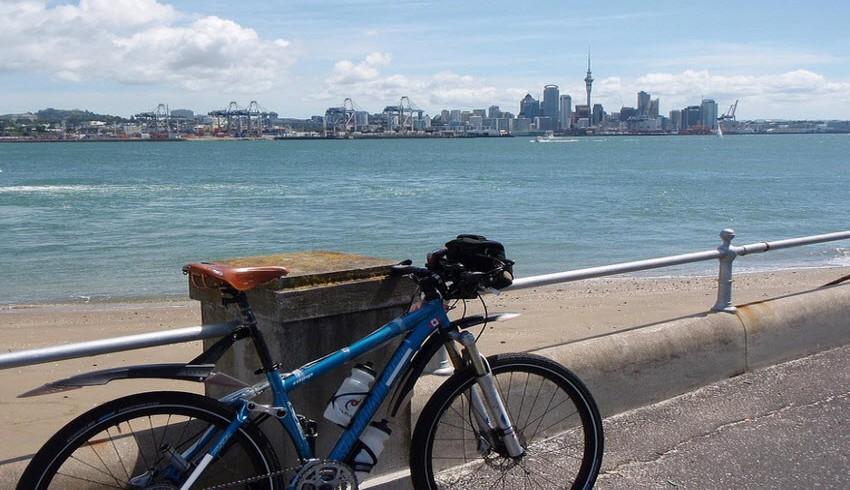 Lungomare di Auckland con bicicletta