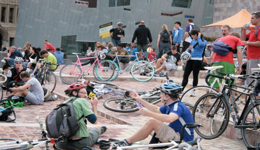 Ciclisti a Federation Square