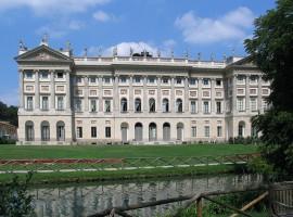 La Villa Reale di Milano (ora villa comunale) che si affaccia sui giardini pubblici I. Montanelli
