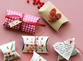 pacchetti regalo con rotolo di carta igienica