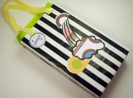 pacchetto regalo con scatola di cereali