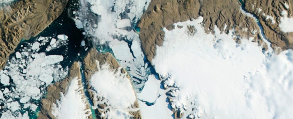 Distaccamento del Ghiacciaio in Groenlandia a causa del Riscaldamento Globale