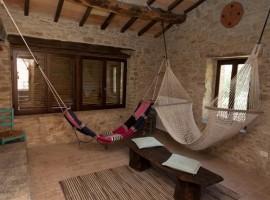 Tribewanted Monestevole, originale struttura ricettiva in Umbria
