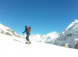 Ciaspole nei dintorni di Alpe Rebelle, B&B ecosostenibile in Valle d'Aosta