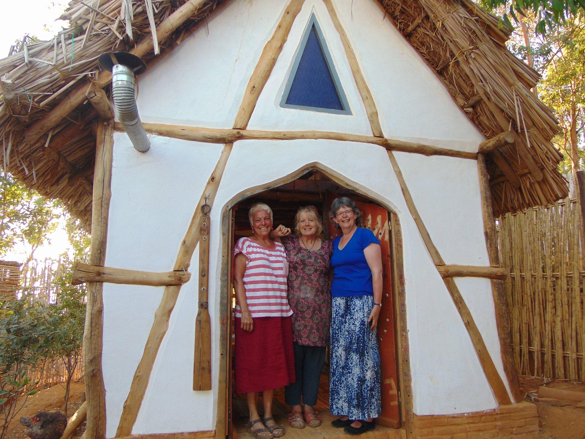 gli hotel più strani del mondo: qui ti sembrerà di vivere tra gli hobbit