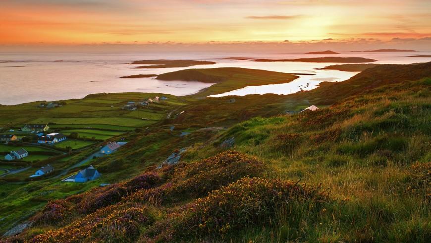 Paesaggio dell'Irlanda al tramonto