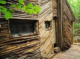 casa sull'abero del villaggio della Bella Addormentata, Piemonte